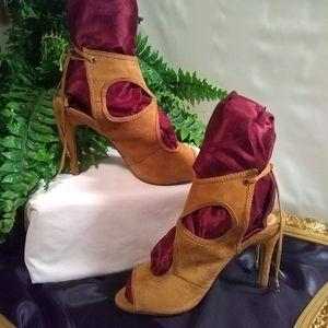 Cape Robbin Suede heeled sandals. Sz. 8.5